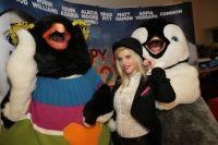 VIDEO: Sute de copii au luat cu asalt sala de cinema la avanpremiera de gala a filmului Happy Feet 2: Mumble danseaza din nou