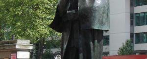 Statuia lui Sherlock Holmes din Londra