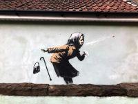 Banksy revine cu o noua lucrare pe peretele unei locuinte din Bristol