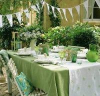 Decorarea mesei in culori de vara