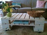 Piese de mobilier realizate din paleti de lemn