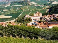 Barolo, un sat viticol traditional din Italia