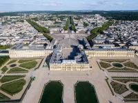 Versailles - peste 200 000 flori si cam tot atatia copaci